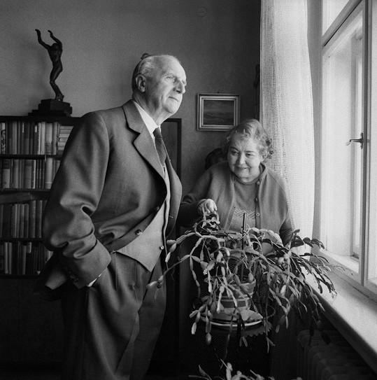 Legendární český herec se svou manželkou Miladou. Ve spokojeném manželství žili jednapadesát let.