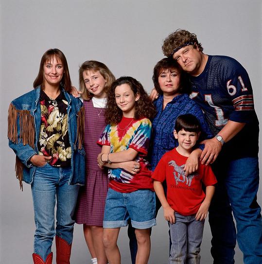 Gilbert (uprostřed) v seriálu Roseanne