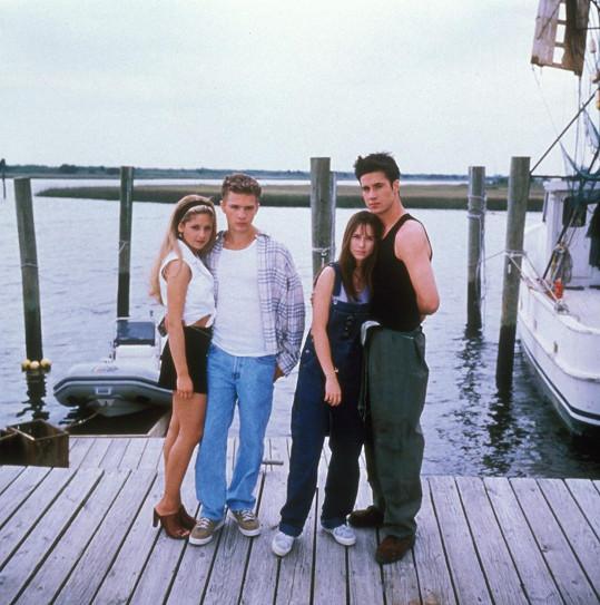 Seznámili se při natáčení Tajemství loňského léta, zleva: Gellar, Ryan Phillippe, Jennifer Love Hewitt a Prinze Jr.