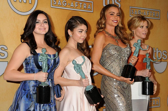 Ariel Winter (vlevo) se seriálem Taková moderní rodinka vyhrála už řadu diváckých cen.