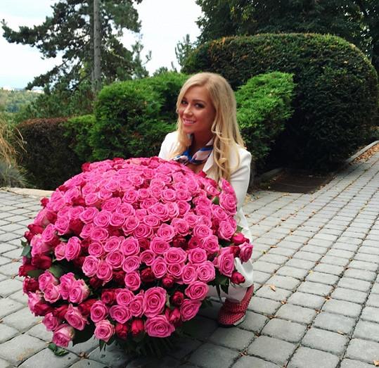 Dostala 220 růží.