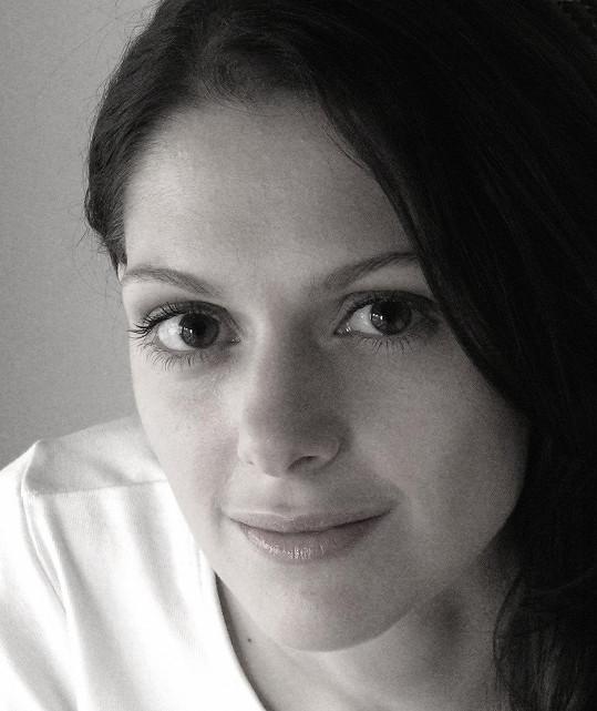 Klára Issová si ve filmu zahraje s Karlem Rodenem nebo Ivanou Chýlkovou. Vedlejší role přijali například Sharon Gless a Robert Gant.