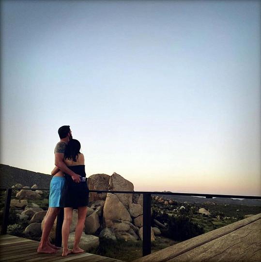 Pár vyrazil na romantický výlet do pouště.