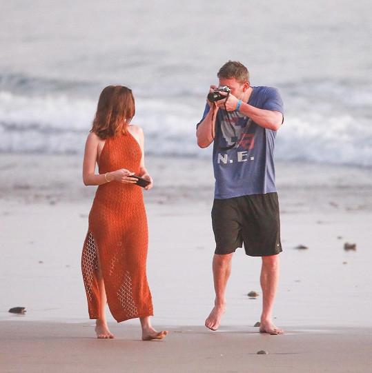 Jeden ze snímků pořízených na pláži si herečka přidala na Instagram. Vzbudil velký ohlas.