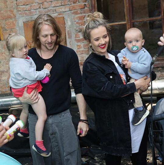Tomáš Klus má krásnou rodinku.