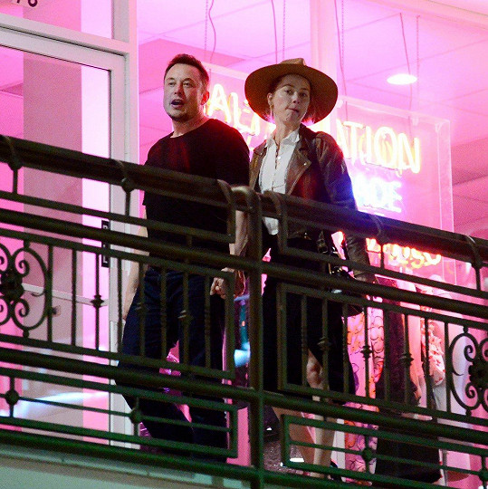 Amber Heard a Elon Musk jsou opět jako dvě hrdličky.