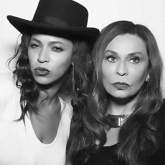 Beyoncé s maminkou Tinou Knowles