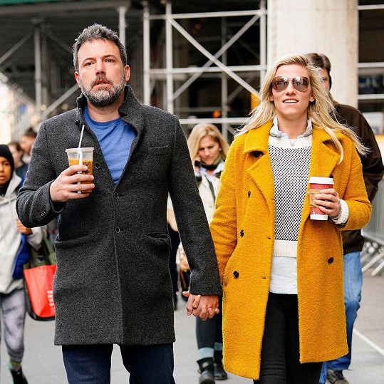 Herec randí s producentkou Lindsay Shookus.