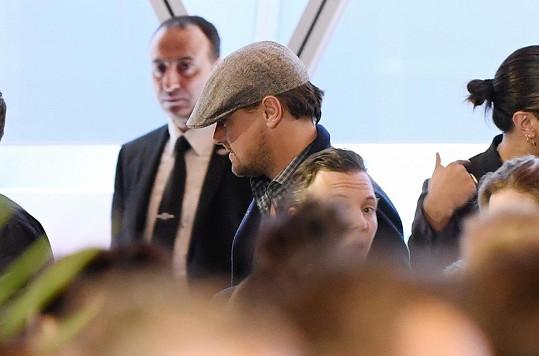 V neděli přiletěl Leo nenápadně do Cannes. Nikdo si ho málem nevšiml.