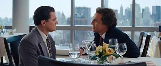 Matthew McConaughey a Leonardo DiCaprio při obědové scéně ve Vlkovi z Wall Street improvizovali.