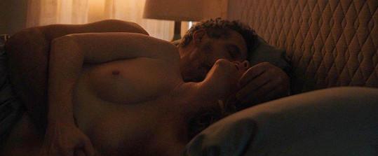 Julianne Moore a John Turturro ve filmu Gloria Bell