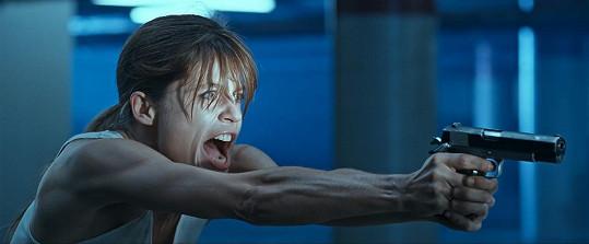 Linda Hamilton během natáčení Terminátor 2: Den zúčtování téměř přišla o sluch.