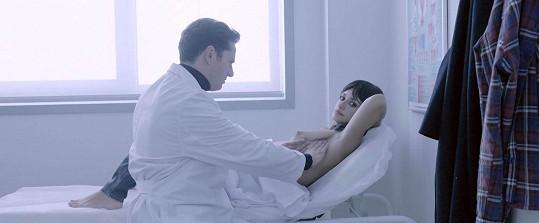 Penélope ztvárňuje ženu bojující s rakovinou prsu.