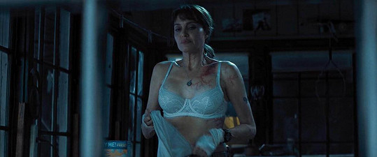 Angelina Jolie se svlékala v thrilleru Kdo mi jde po krku