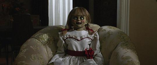Démon, který ve filmu Annabelle posedl zlověstně vyhlížející panenku, údajně úřadoval i na place.