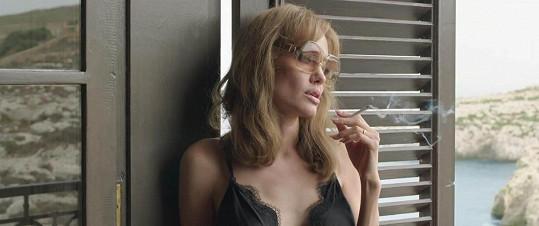 Angelina Jolie film režírovala a zároveň se postavila před kameru.