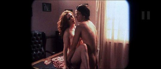 Julianne Moore a Mark Wahlberg ve filmu Hříšné noci