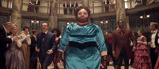 Ve filmu Největší showman hraje vousatou ženu.