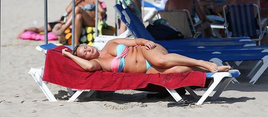 Chanelle Hayes na pláži připomínala vorvaně.