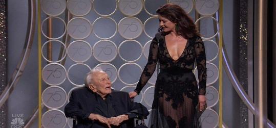 Kirk a Catherine vyhlásili držitele Zlatého glóbu za nejlepší scénář.