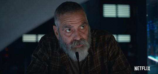 George Clooney kvůli roli ve filmu The Midnight Sky zhubnul a nechal si narůst plnovous.