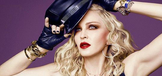 Madonna v kampani zázračně omládla.