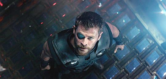 Svou tvář propůjčil Thorovi.