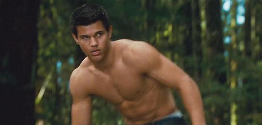 Taylor Lautner by si přál, aby nebyl jediným polonahým hercem v Novém měsíci.