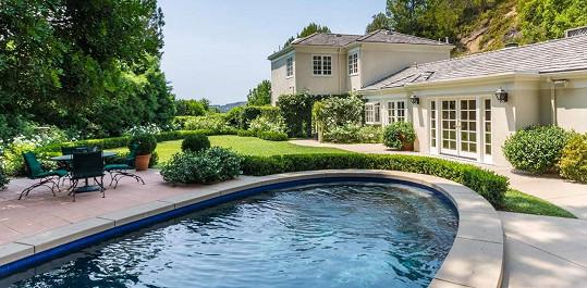 Podle zahraničních médií prodávaný dům zpěvačka používala jako hostitelský.