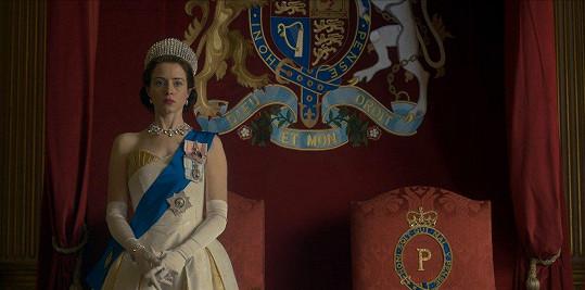 Claire Foy jako Alžběta II. v seriálu The Crown