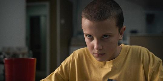 Millie Bobby Brown kvůli roli Eleven ve Stranger Things oholili už v jedenácti letech.
