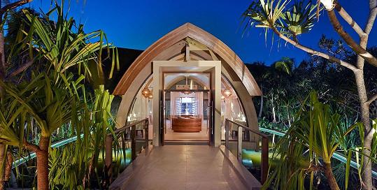 Luxusní resort nabízí soukromé vily za necelého půl miliónu na noc.