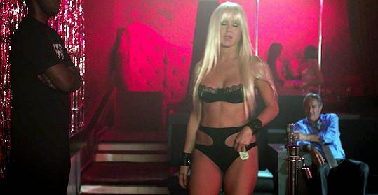 V komedii Millerovi na tripu (2013) si zahrála blonďatou striptérku.