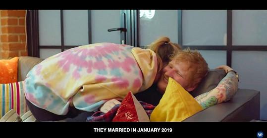 U každého z párů, které v klipu účinkují, je uvedena část jejich příběhu. Ed a Cherry mj. prozradili, že svatbu měli letos v lednu.