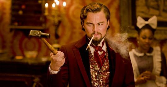 Leonardo DiCaprio si při natáčení Nespoutaného Djanga skutečně poranil ruku o sklo, z role ale nevypadl a kamera jela dál.