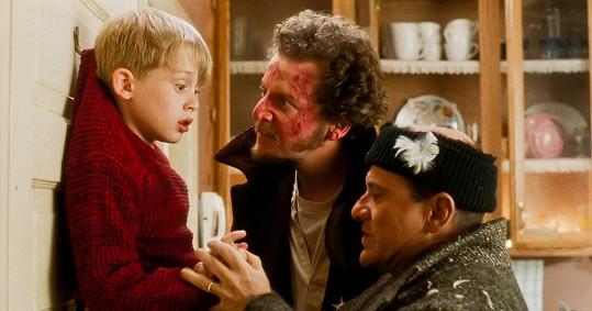 Joe Pesci se nechal v Sám doma unést a opravdu Macaulaye Culkina hryznul.
