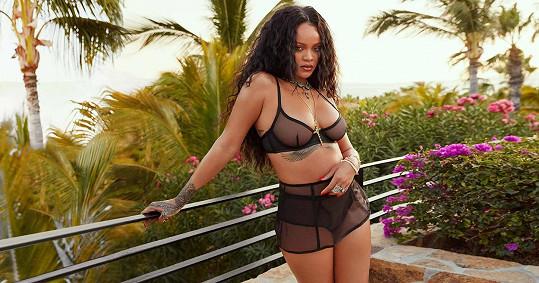 Rihanna má pěkně oblé křivky.