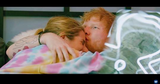 Ed Sheeran a Cherry Seaborn prý budou rodiči.
