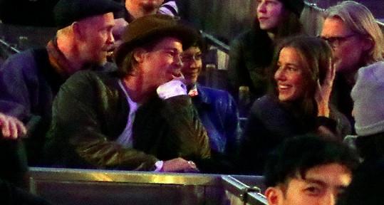 Brad Pitt a Nicole Poturalski se prý rozešli.