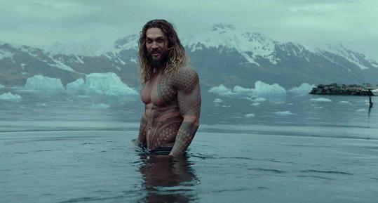 Jason Momoa v roli Aquamana