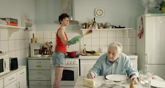 Claude Gensac ve filmu Baden Baden. Byla to její poslední filmová role.