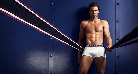 Rafael Nadal pózuje v kampani na pánské spodní prádlo.