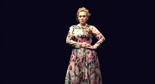 Adele v klipu k písni Send My Love