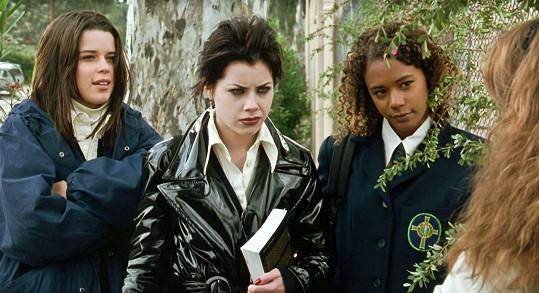 Fairuza Balk (uprostřed) zaujala nejvíc rolí Nancy ve filmu Čarodějky. U herectví sice zůstala, ale volí spíš alternativní snímky.