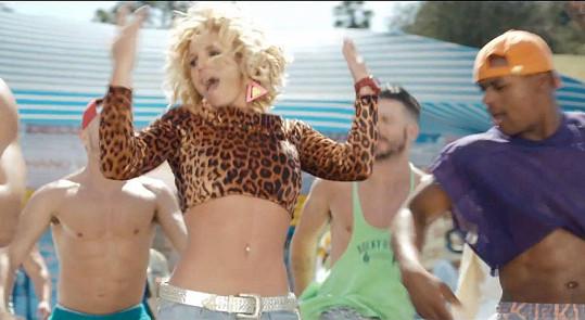 Britney Spears má v klipu senzační křivky.