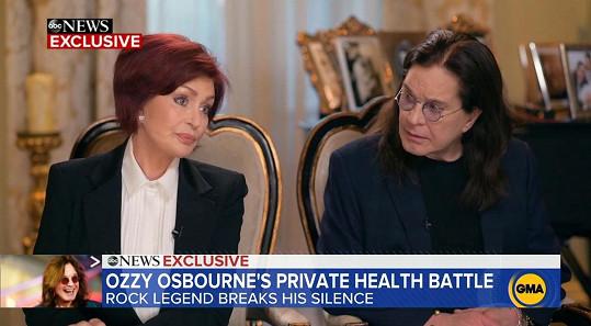 Ozzy Osbourne s manželkou Sharon po boku oznámil v pořadu Good Morning America, že trpí Parkinsonovou chorobou.