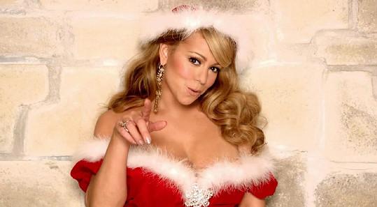 Mariah Carey patří k Vánocům stejně jako Santa Claus a sobí spřežení.
