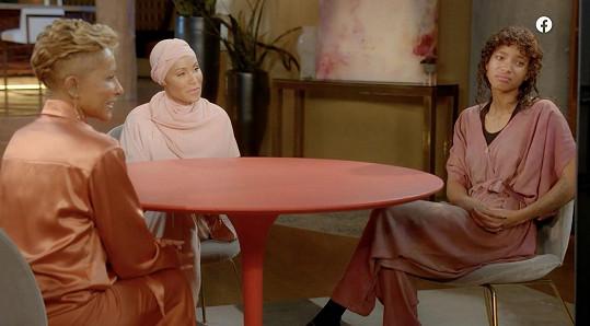 Red Table Talk uvádí s matkou Adrienne a dcerou Willow.
