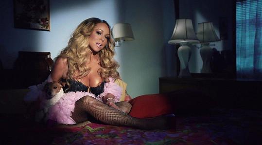 Mariah zvolila pro klip odvážný outfit.