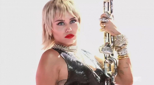 Miley Cyrus zabodovala žhavým vystoupením na MTV VMA.